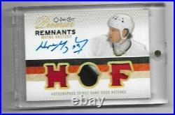 2009-10 O-pee-chee Premier Remnants Autographed Triple Patch Wayne Gretzky 01/10