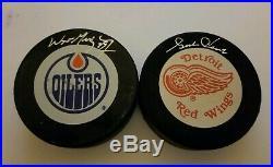 Wayne Gretzky & Gordie Howe Wga Uda Jsa Signed Oilers Redwings Pucks Autographs